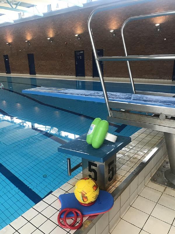 Bilde for Bade og lek i bassenget